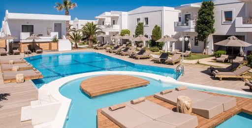 Plage, piscine, soleil et demi-pension en Crète