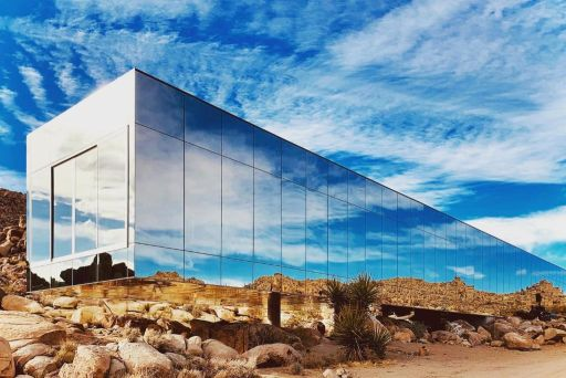 Check out this Invisible House with stunning pool in California