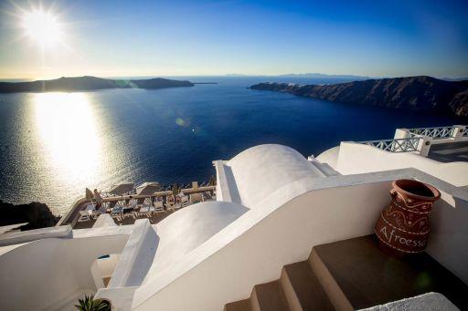 End-of-Season Deals on a Luxury Santorini Hotel!