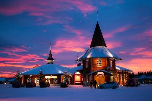 Nocuj w wiosce Świętego Mikołaja!