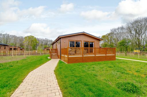 4nts luxury lodge in Northamptonshire w/hot tub, sleeps 6 and pet friendly