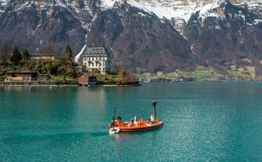 Una vasca idromassaggio galleggiante sul lago! 💕