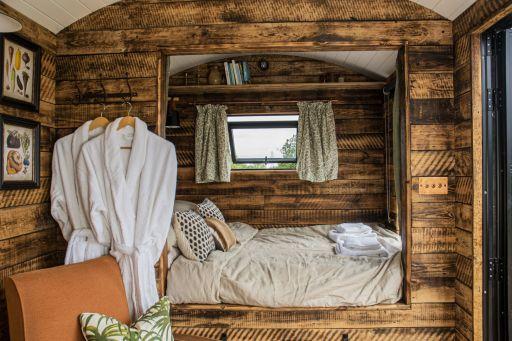 Romantic cosy cabin in Essex w/wood-fired bath! Stay 2nts