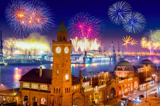 Feu d'artifice du Nouvel An à Hambourg