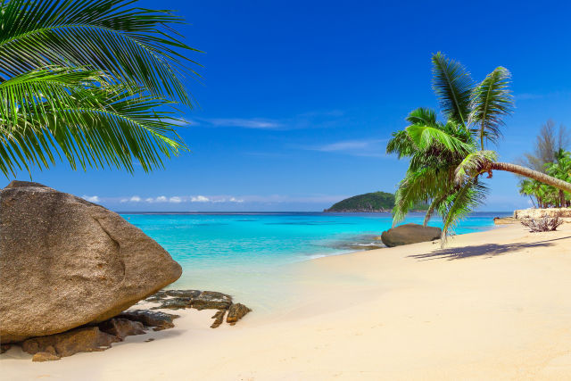 Tropischer Strand in Khao Lak