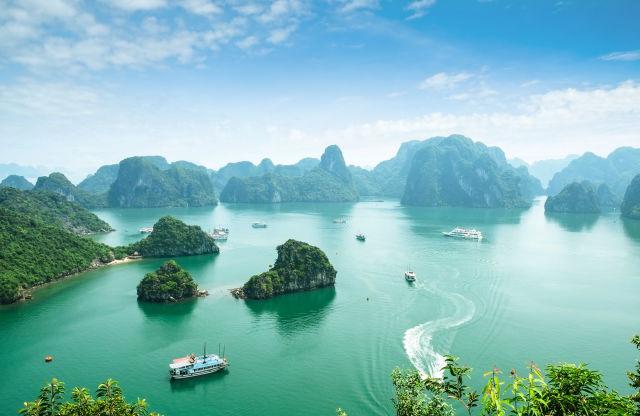 Blick auf die berühmte Halong Bay, Vietnam