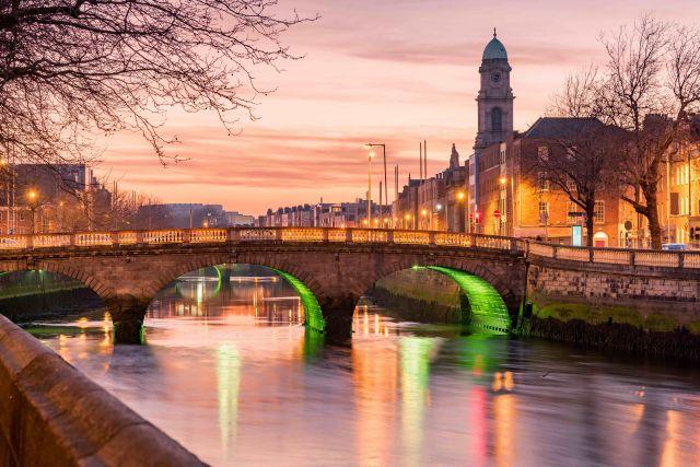 holidays-in-ireland-dublin-bridge