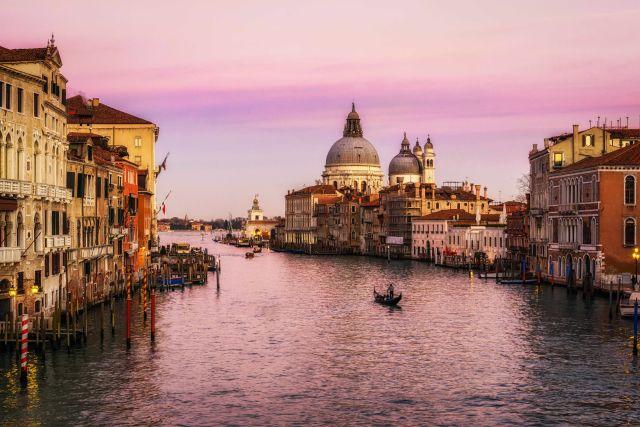 Kanal im Winter in Venedig, Italien