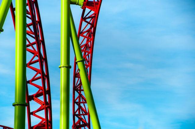 Roller Coaster dans un parc d'attractions