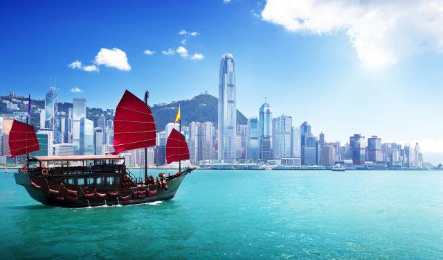 Ein Schiff am Hafen in Hong Kong
