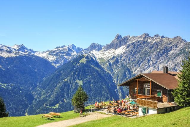 Alm auf einem Berg in Tirol