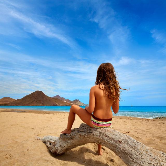 Eine Frau Am Strand in Lanzarote