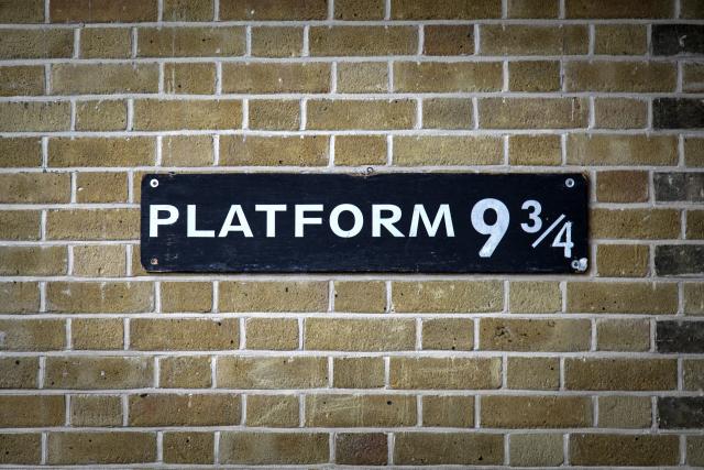 Bordje met platform 9 3/4