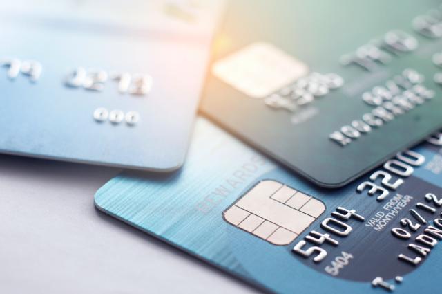 Verschiedene Kreditkarten in verschiedenen farben