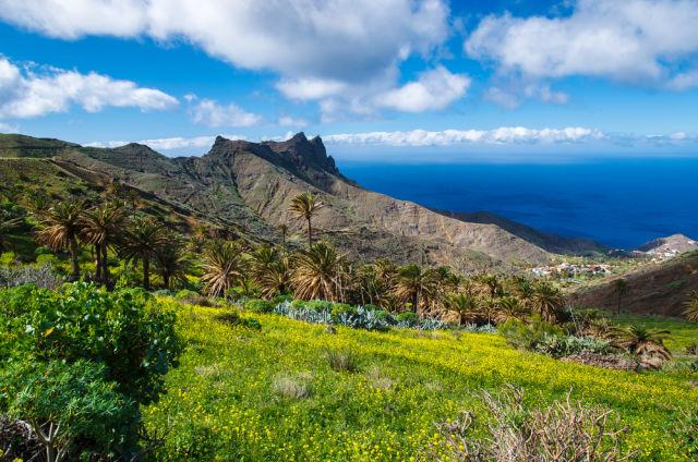 Blick auf das Gebirgstal Wolken blauer Himmel, Alojera, La Gomera, Kanarische Inseln
