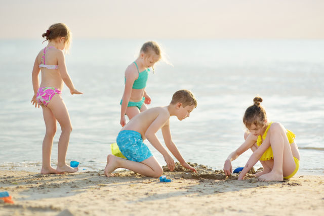 Impressions and Other Assets/children_playing_beach_summer_kids_family_Baltic_Sea_Poland_AdobeStock_247258652_dorrug