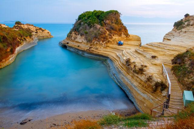 Korfu, Adobe