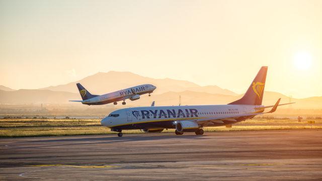 Ryanair, shutterstock