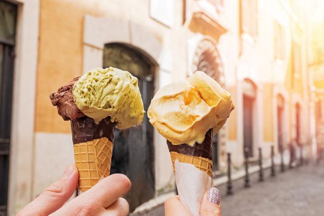 Chocolate ice cream, Cone, Cream