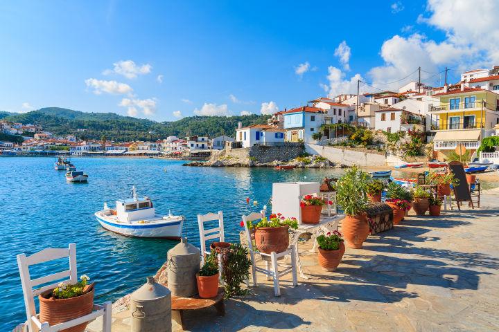 Promenade in Samos mit Blick aufs Meer